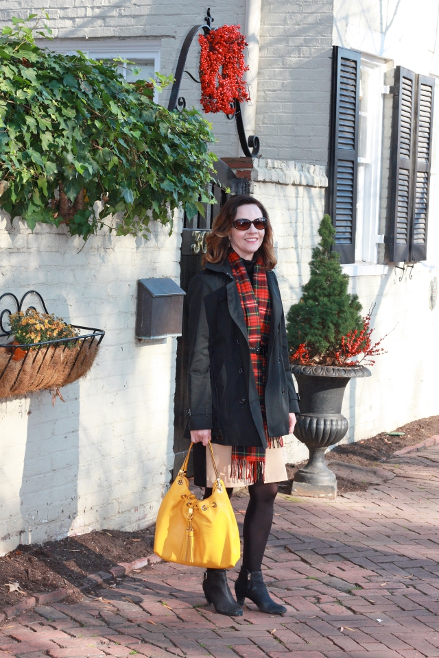 trench-coat-and-bright-purse