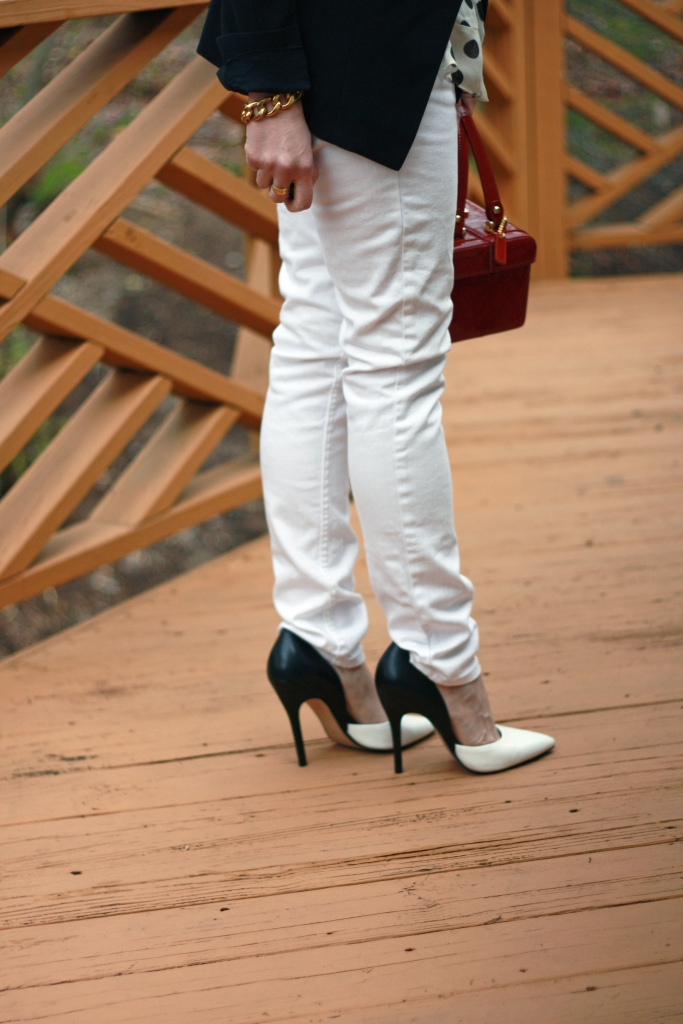 black-and-white-pumps